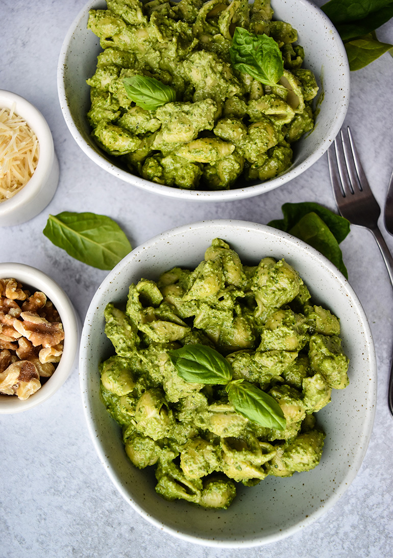 Walnut Spinach Pesto with pasta