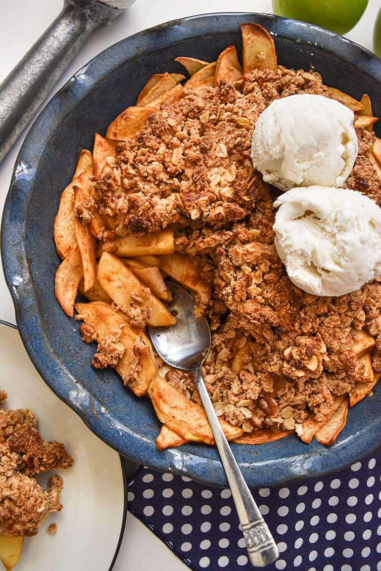 Healthy Apple Crisp in a blue pie pan